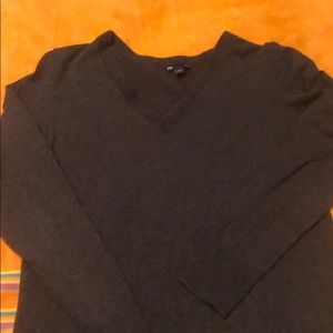 Gray V-Neck Sweater Gap Sz Large